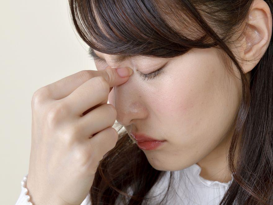 ツボ押しで目の疲れを癒す