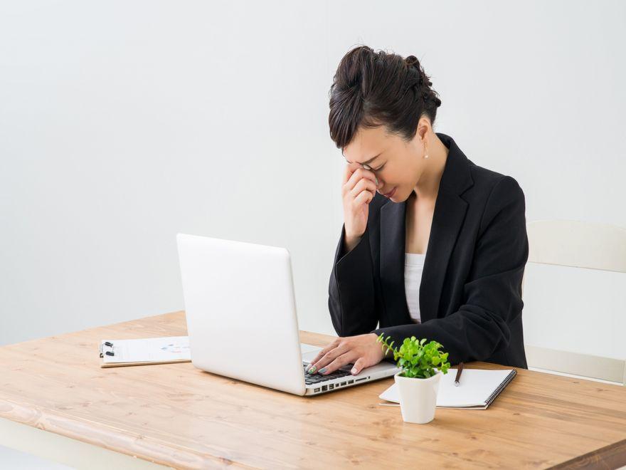 睡眠不足は視力を阻害する